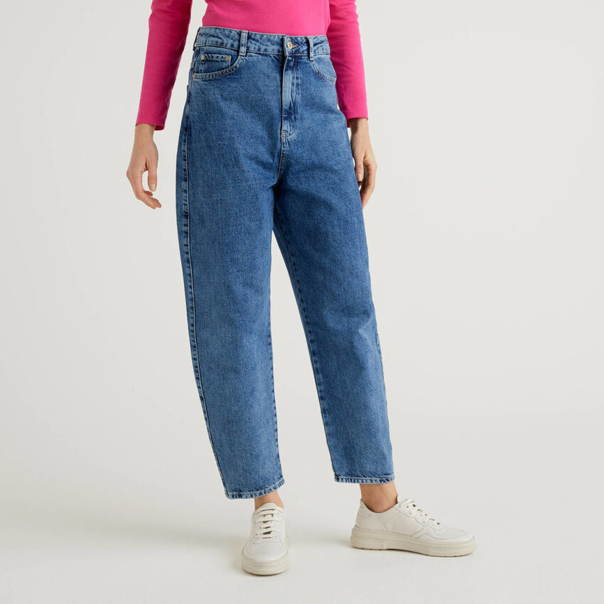 Carrot fit jeans in 100% cotton denim