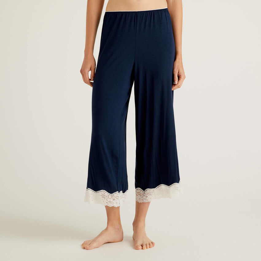 Cropped trousers with lace details