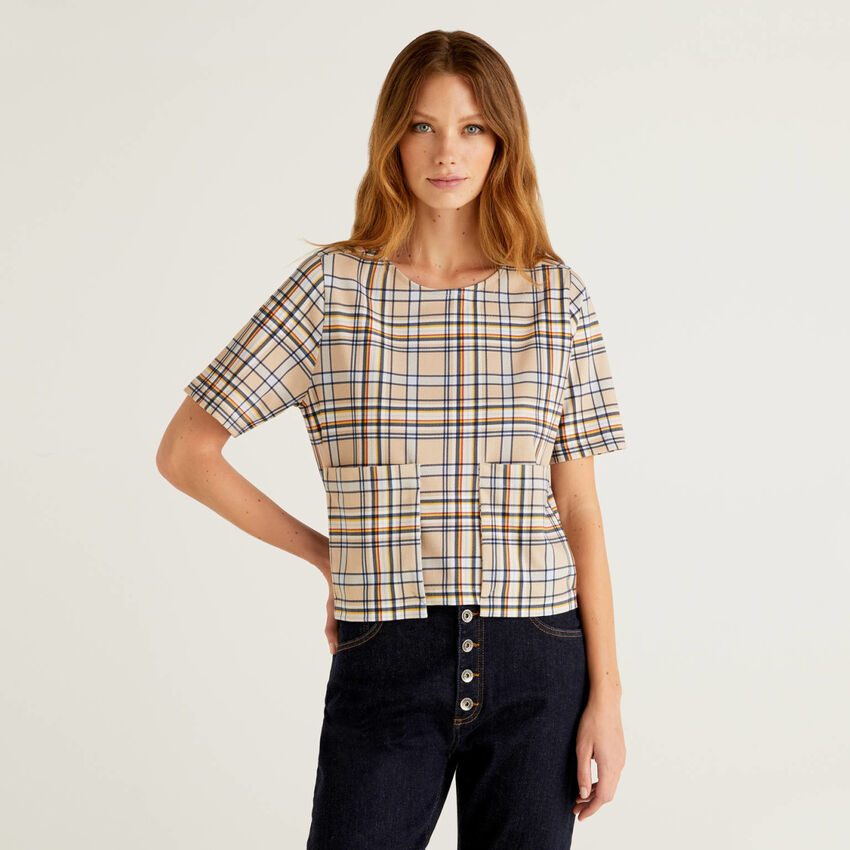 Patterned t-shirt with maxi pockets