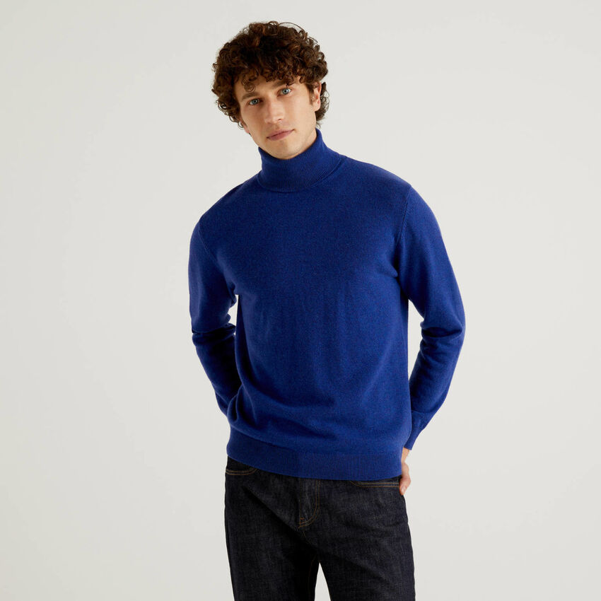 Cornflower blue turtleneck in pure virgin wool