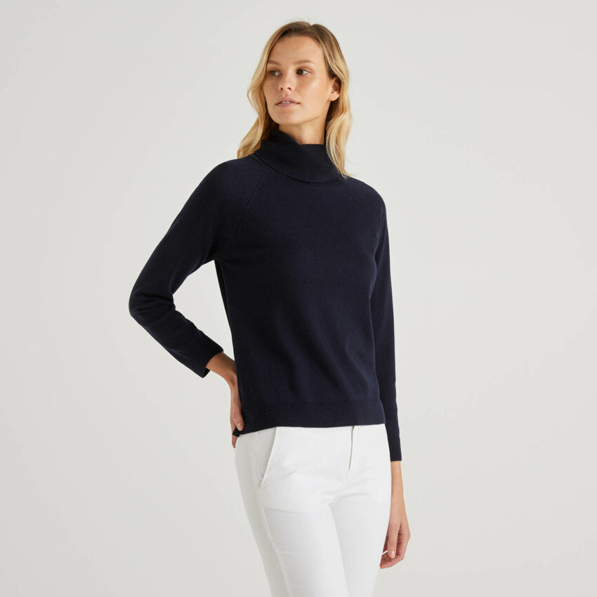 Dark blue turtleneck sweater in cashmere and wool blend