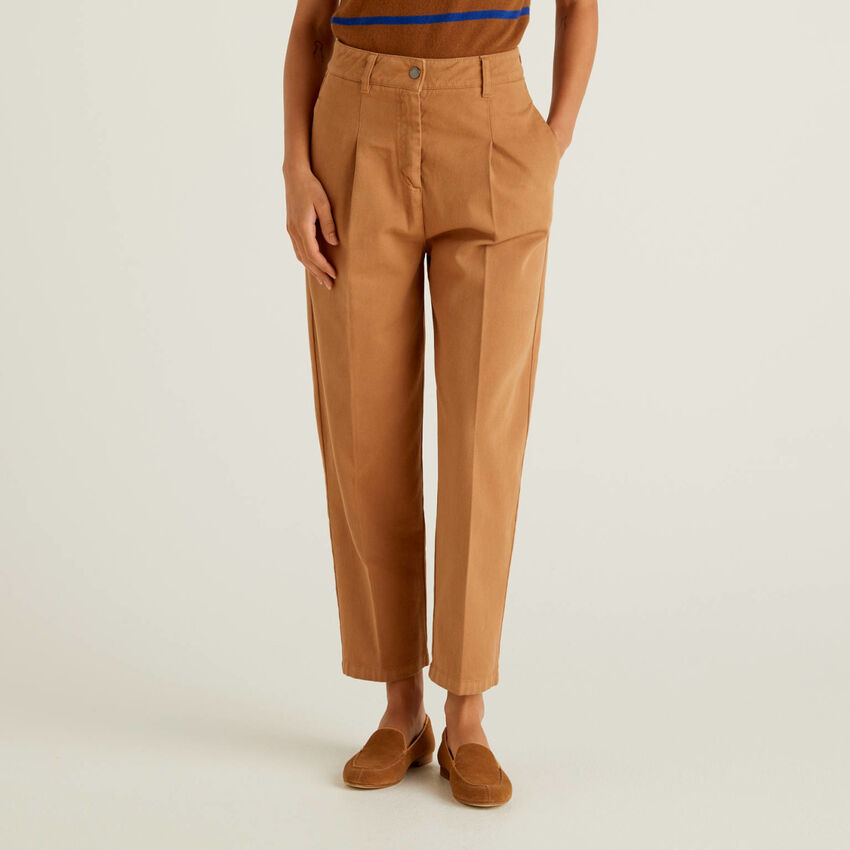 Slouchy trousers in 100% cotton