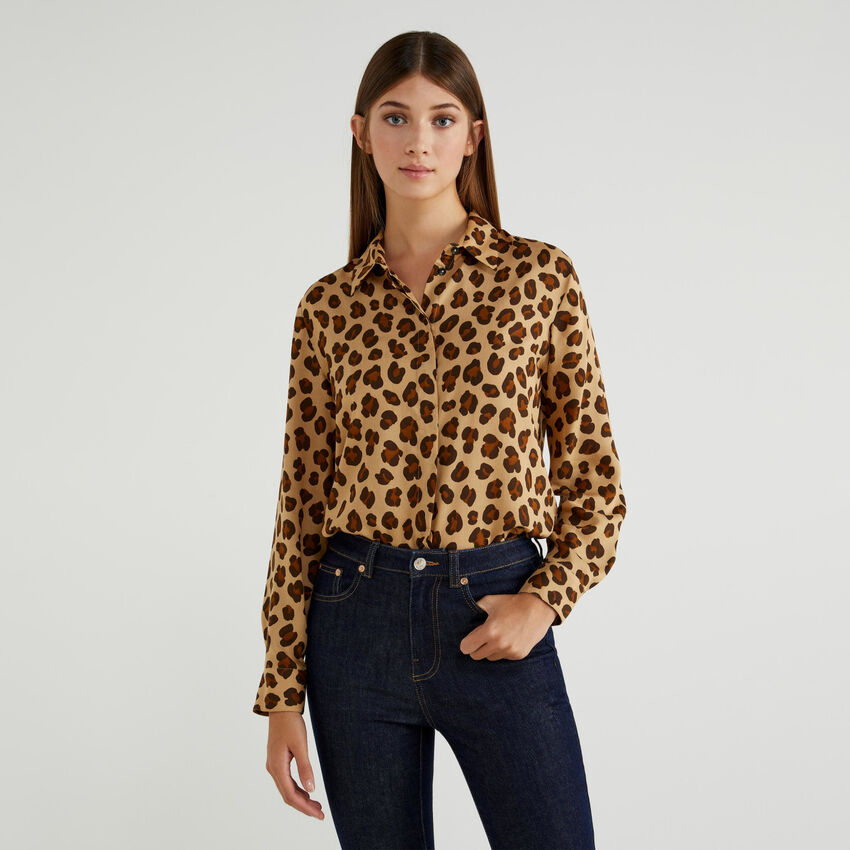 Shirt with allover print