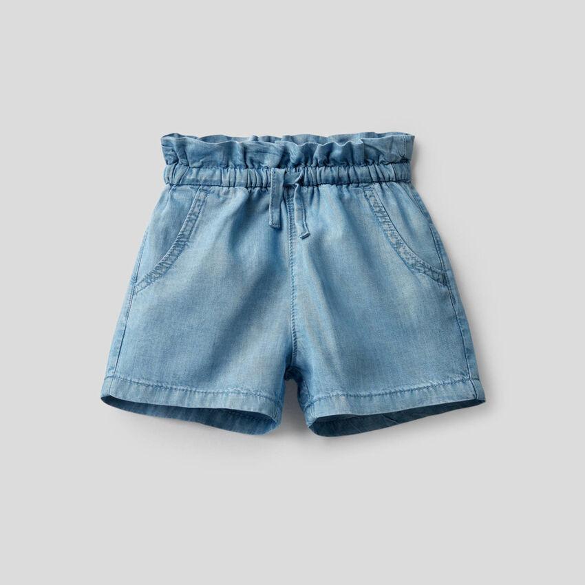 High-waisted shorts in light denim