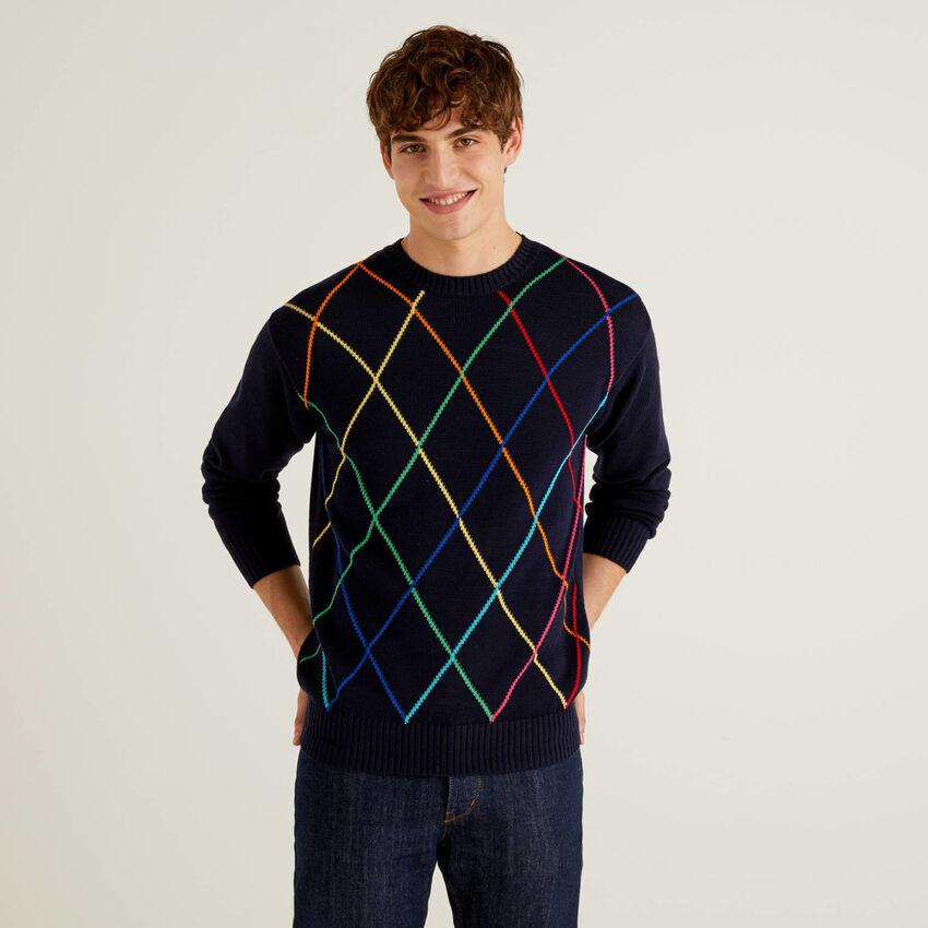 Sweater with multicolor diamonds