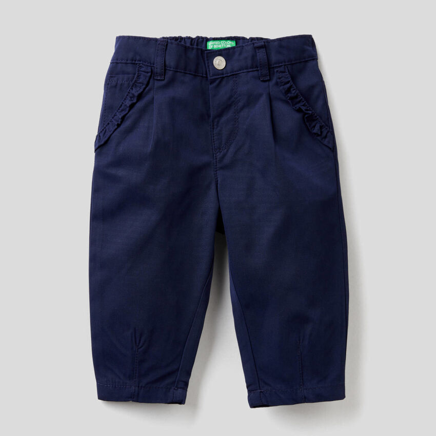 Trousers with small rouches