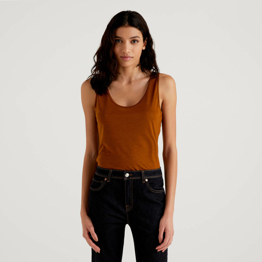 Tank top with round neck
