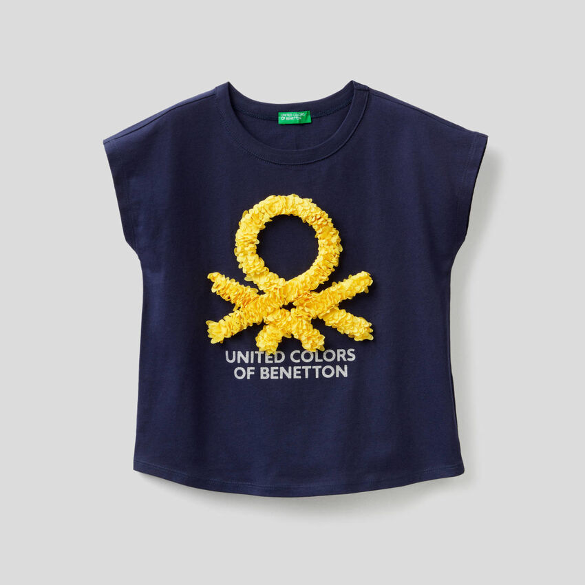 T-shirt with embroidered petals