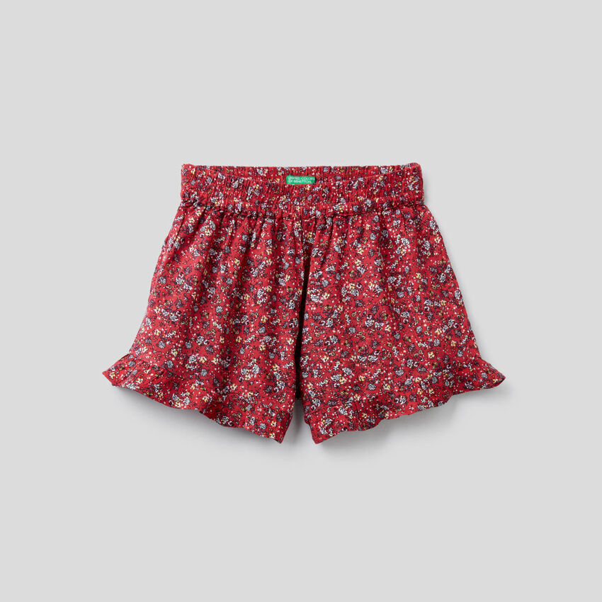 Flowy shorts with floral print