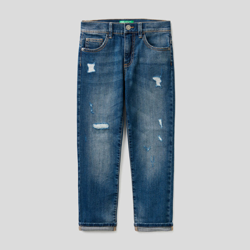 Jeans in stretch cotton with tears