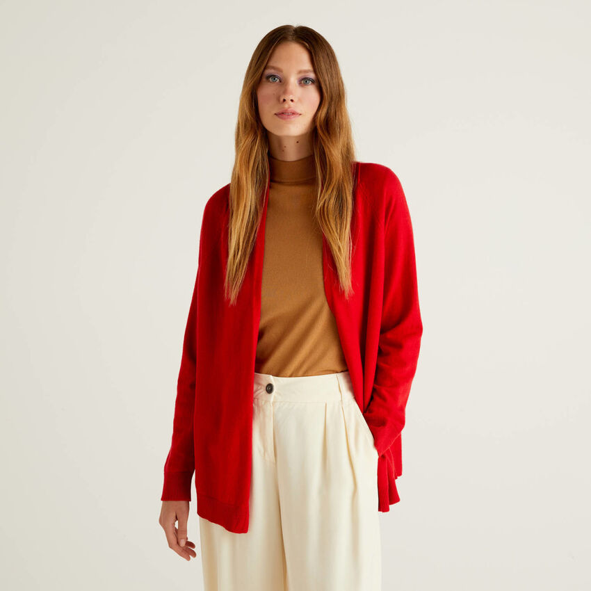 Red cardigan with pleat on the back