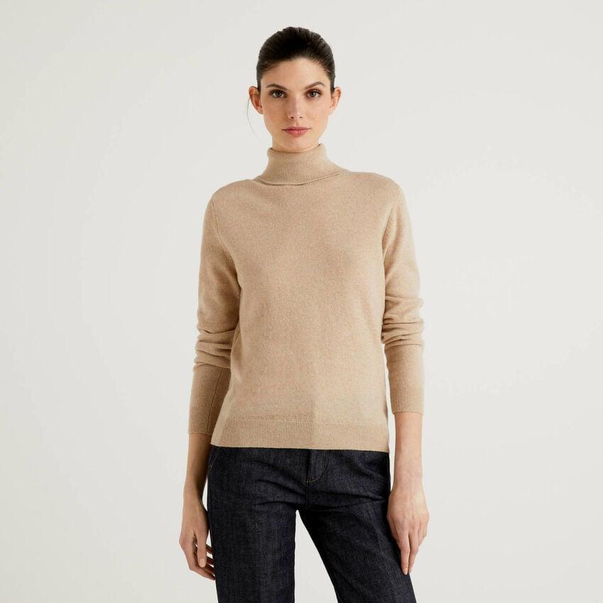 Beige turtleneck sweater in pure virgin wool