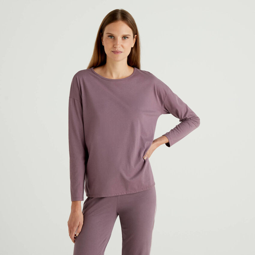 Long sleeve t-shirt with logoed side
