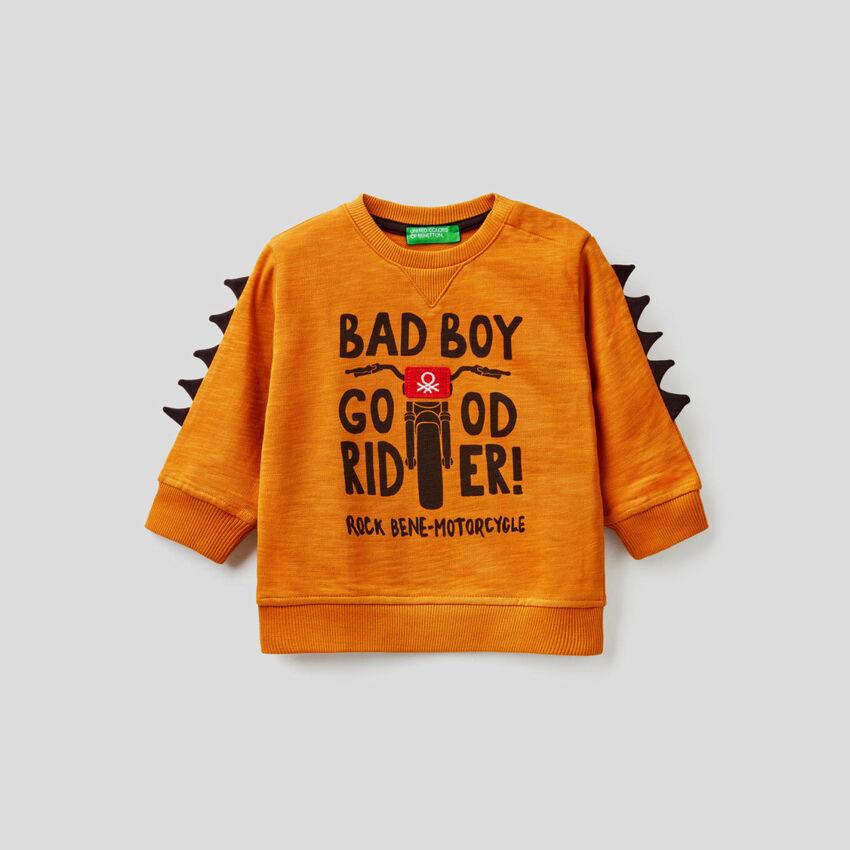 Sweatshirt in 100% cotton with 3D applique