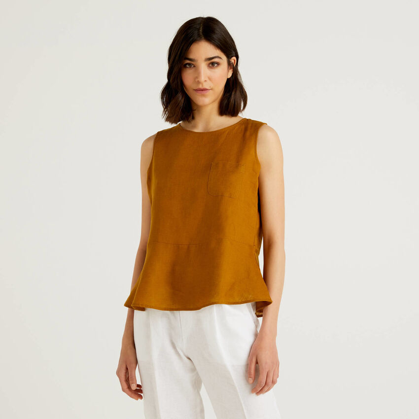 Sleeveless blouse in pure linen