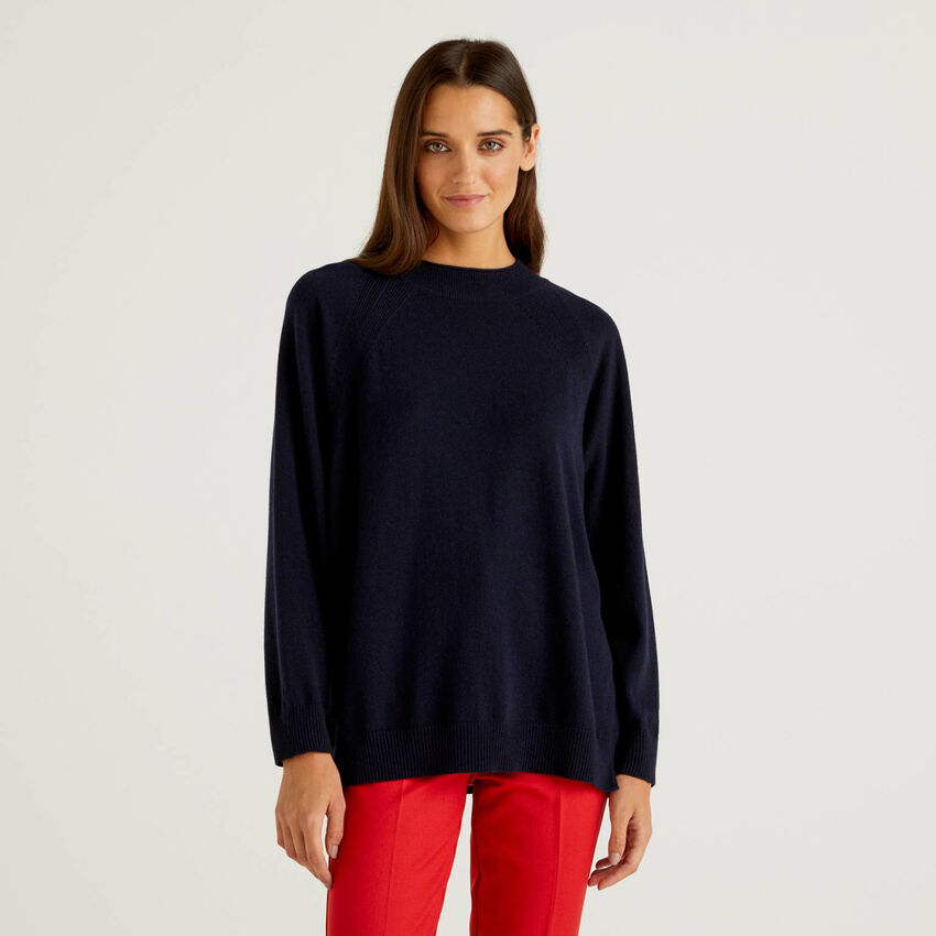 Dark blue sweater in wool and cashmere blend