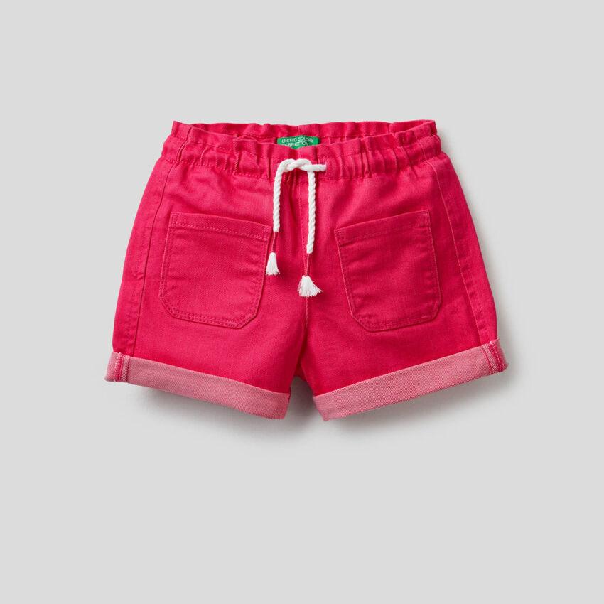 Shorts with elastic waistband