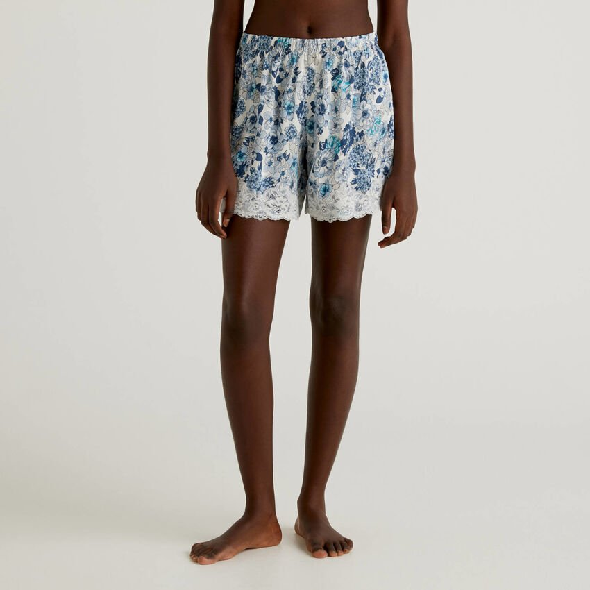 Floral shorts with elastic lace
