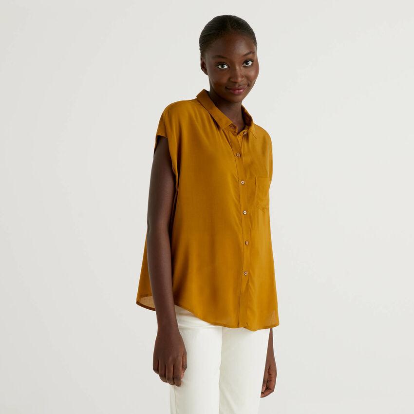 Short sleeve flowy shirt