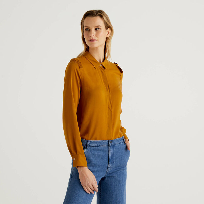 Flowy shirt with rouches