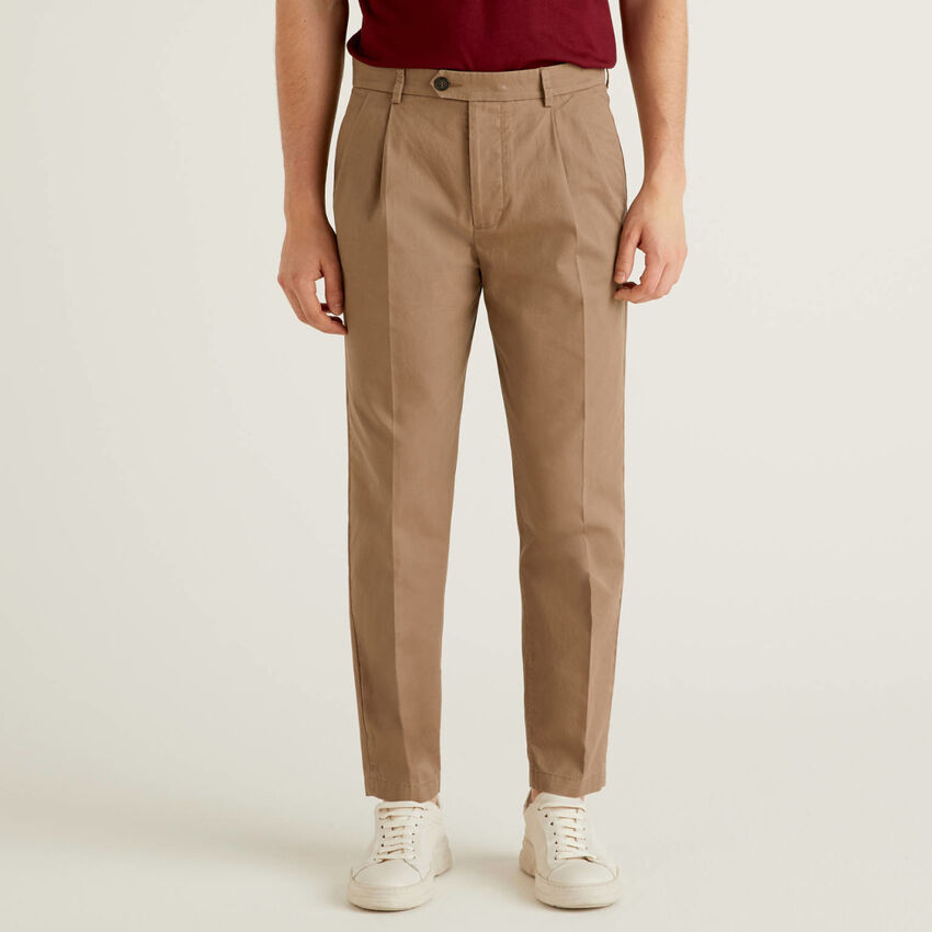 Carrot fit trousers in 100% cotton