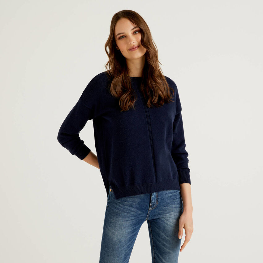 Sweater with vertical pattern