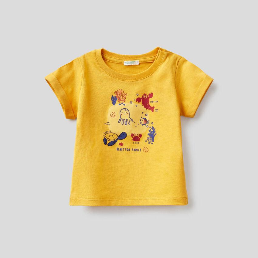 Yellow t-shirt in organic cotton